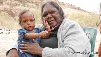 Traditional owners open Yeperenye tourism trail at sacred site near Alice Springs
