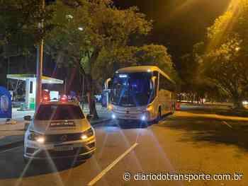 Ônibus de viagens rodoviárias por aplicativo é apreendido no Rio de Janeiro - Adamo Bazani