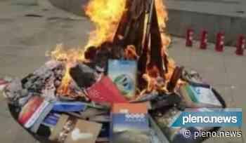 Na China, livros religiosos são queimados publicamente - Pleno News