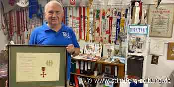 Kurt Kerstings Verdienstkreuz hängt im TuS-Archiv in Oer-Erkenschwick - Stimberg Zeitung