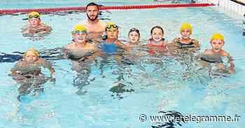 Huit jeunes de Plougar à la sortie piscine de Landivisiau - Le Télégramme
