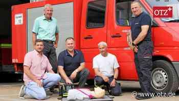 Feuerwehr Naitschau mit Defibrillator ausgestattet - Ostthüringer Zeitung