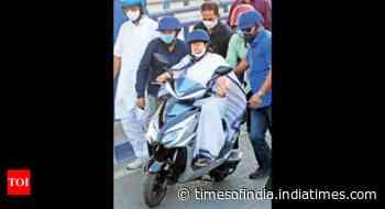 Kolkata: Activists cite netas, cops on green transport, urge cycling ban lift - Times of India