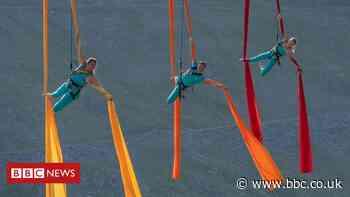 Aerial dancers enjoy striking Honister sunrise performance