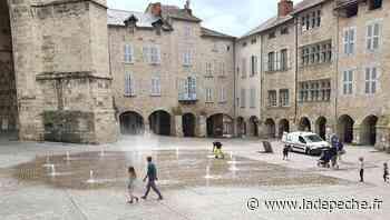 Villefranche-de-Rouergue. Place Notre-Dame. Les essais terminés, les jets d'eau reprennent du service - ladepeche.fr