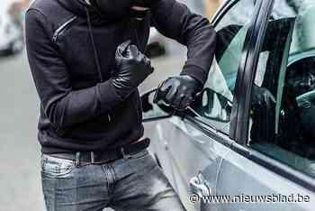 Dief steelt portemonnee uit auto