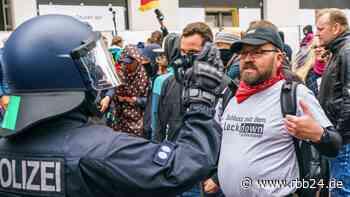 """Verwaltungsgericht Berlin: Eilantrag gegen Verbot von """"Querdenker""""-Demo eingegangen - rbb24"""