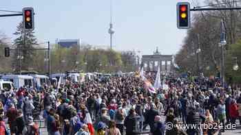 Wegen Infektionsschutz: Polizei verbietet zwölf Demos am Wochenende in Berlin - rbb24