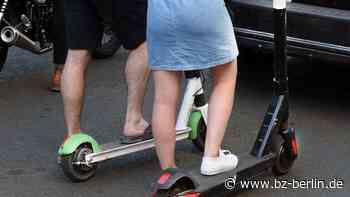Jugendliche E-Scooter-Gang bedroht und attackiert Radlerin (55) - B.Z. Berlin