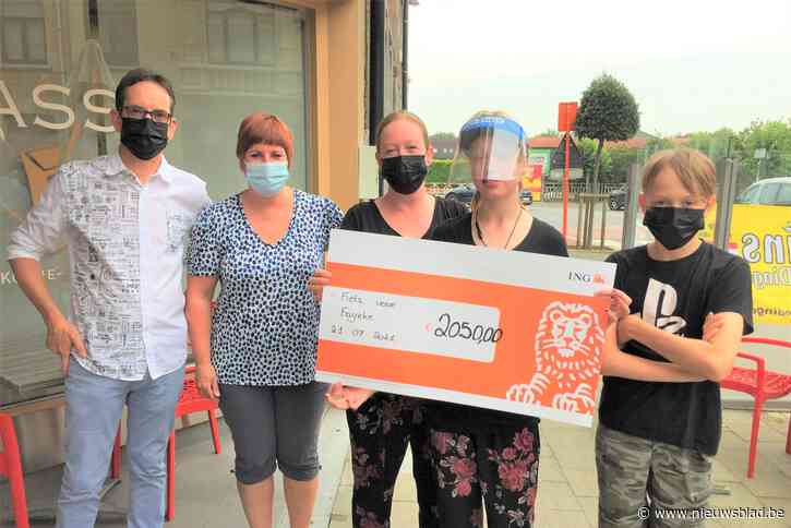Tasse Tout schenkt 2.050 euro aan Faye (14) voor elektrische driewieltandem