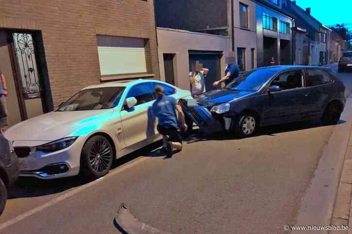Dronken man ramt geparkeerde auto<BR />