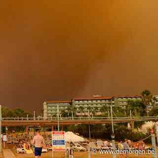 Toeristen in Turkije zien bosbranden naderen vanop het strand: politie vermoedt brandstichting