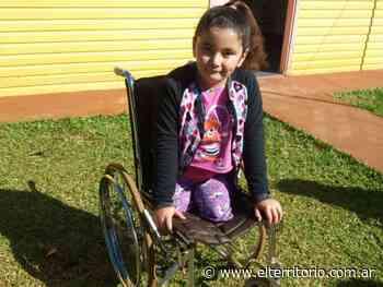 Guadalupe nació sin piernas y necesita una nueva silla de ruedas - EL TERRITORIO
