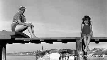 """À La Rochelle, une exposition consacrée aux photos maritimes de Robert Doisneau : """"Il est totalement dans s... - Franceinfo"""