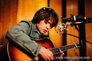 Billy Strings Previews New Album With Brooding Song 'Fire Line'