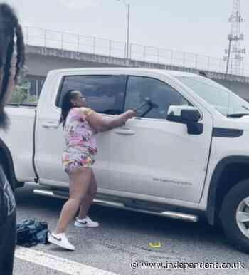 Good Samaritans break car windows with strollers to save sick man