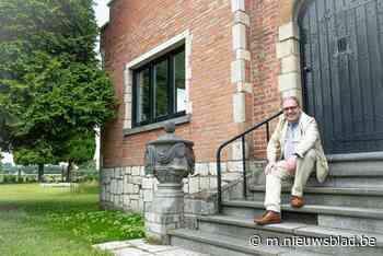 """Burgemeester D'Haese komt in tuin tot broodnodige rust: """"Soms rij ik het gras af terwijl ik mijn kravat - Het Nieuwsblad"""