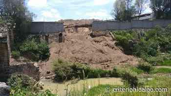 Tira granja avícola desechos en río Chico - Criterio Hidalgo
