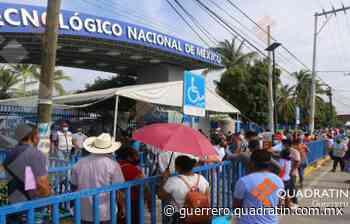 Persiste enorme fila para recibir la vacuna en Tecnológico de Acapulco - Quadratin Guerrero