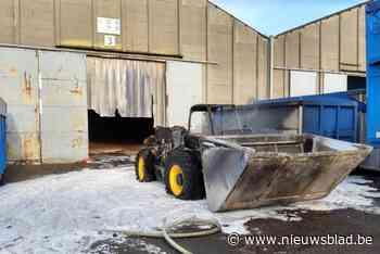 Alweer vliegt bulldozer in brand bij Foronex (Wielsbeke) - Het Nieuwsblad