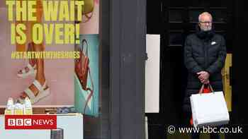 Covid in Scotland: Nicola Sturgeon optimistic major restrictions will end - BBC News