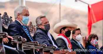 Alberto Fernández asistió a la asunción de Castillo y regresó al país - Política   El Liberal - El Liberal Digital