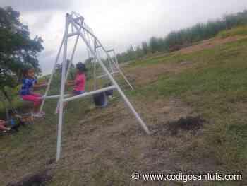Cumplen sueño a niños del ejido El Sidral; ya tienen juegos infantiles - Código San Luis
