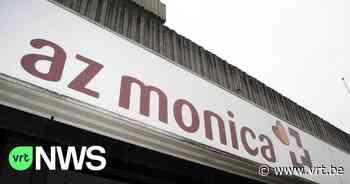 Auto gaat over de kop voor deur van AZ Monica in Deurne - VRT NWS