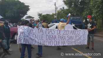 Pobladores de Jujutla, Ahuachapán, bloquean carretera para pedir intervención de arteria - elsalvador.com