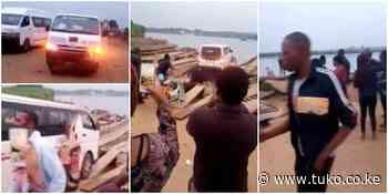 National Youth Service Members Load Van on Rickety Boat to Cross River, Social Media Reacts ▷ Kenya News - Tuko.co.ke