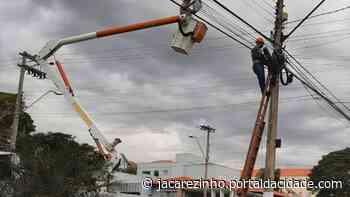 Lâmpadas Led dão nova iluminação na Avenida Getúlio Vargas em Jacarezinho - Portal da Cidade Jacarezinho