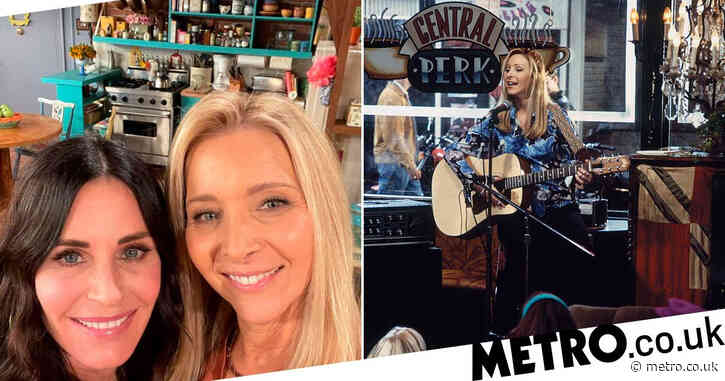 Friends stars Courteney Cox and Lisa Kudrow are still baffled by what Smelly Cat was being fed
