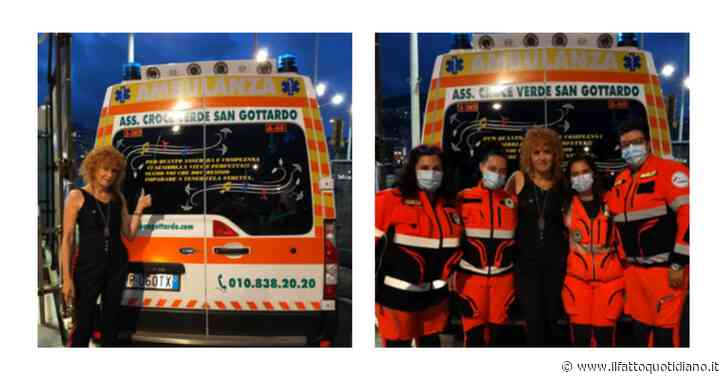 """Fiorella Mannoia e la foto davanti a un'ambulanza che cita una sua canzone: """"Per quanto assurda e complessa ci sembri…"""""""