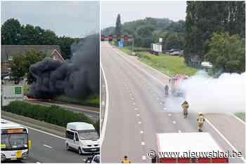 Auto brandt uit op E313 in Wommelgem