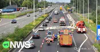 Ongeval met lekkende vrachtwagen op E17 richting Gent zorgt voor anderhalf uur file - VRT NWS