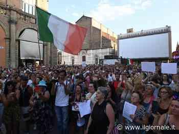 No pass in piazza in tutta Italia tra slogan e poche mascherine