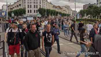 2000 manifestants contre le pass sanitaire à Clermont-Ferrand, la mobilisation ne faiblit pas - France Bleu