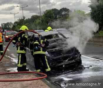 Une voiture en feu à l'entrée de Clermont-Ferrand - La Montagne