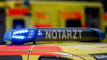 Mit Baum kollidiert und überschlagen: Drei Schwerverletzte nach zwei Verkehrsunfällen in Brilon - sauerlandkurier.de