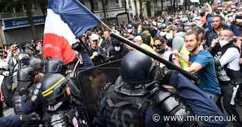 Paris riot police use tear gas on anti-vaxxers as crowds clash over Covid rules
