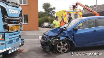 Kruibeke: Auto botst frontaal met vrachtwagen, mama en twee kindjes gewond naar ziekenhuis - TV Oost