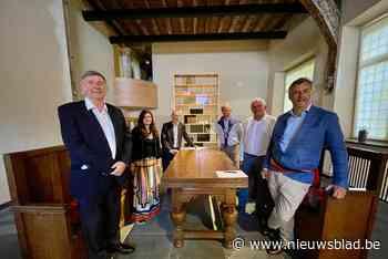 """Eerste erfgoedlab brengt geschiedenis van Damme en Brugge tot leven in historisch hospitaal: """"Unieke objecten vanonder het stof gehaald"""" - Het Nieuwsblad"""