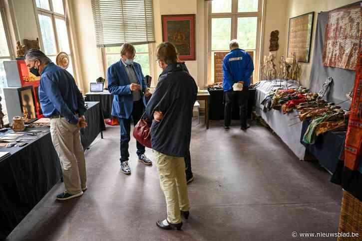 Vruchtbaarheid, maskers en poppenspel. Tijdens laatste ATEAF verkoopt etnografisch museum in kasteel Ieperman zelf ook deel van collectie.