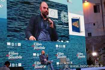 """Roberto Saviano a Vieste: """"Da questo mare arriva tutta l'erba dei Balcani. Più facile trasportare droga che salvare vite"""" - bonculture"""