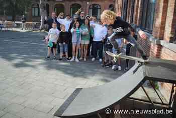 Geluwse jongeren wijden hun tijdelijke skatepark in