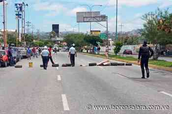 ¡Protestan! Conductores exigen suministro de gasolina en Cabudare - La Prensa de Lara