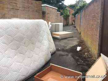 Rubbish left dumped in Oxford alleyway for 'eight days'
