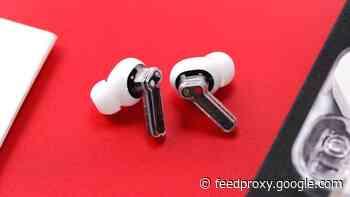 Nothing Ear (1) headphones get reviewed