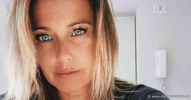 """Sonia Bruganelli posta la foto della figlia malata e scrive: """"Voi che vi 'incarognite' per l'aereo privato, chi non lo farebbe per lei, se potesse?"""""""