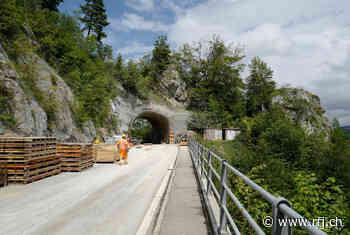 À mi-chemin au tunnel de la Roche - RFJ